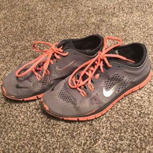 Women's 7.5 Nike Free TR Fit 4. Grey & Neon Orange